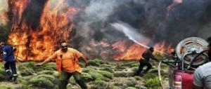 Grecia, salgono a 82 le vittime. Dopo l'inferno si cerca casa per casa