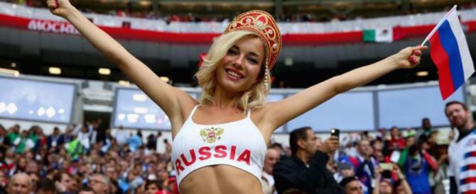 Mondiali, adesso la Fifa ha…paura delle belle tifose in tv: è sessismo