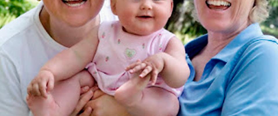 Anche il tribunale di Pistoia riconosce due mamme: il bimbo avrà 2 cognomi
