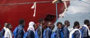 Conte e Salvini, l'ultimatum: «O accordo Ue o i migranti resteranno sulle navi»