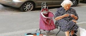 """La """"nonnina delle presine"""" rischia la multa. Ma lei cercava solo compagnia"""