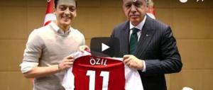 """Ozil """"rinnega"""" la nazionale tedesca: «Le mie origini sono in Turchia» (video)"""