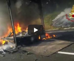 Inferno sulla Roma-Napoli: due tir in fiamme, un uomo carbonizzato (video)