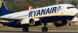 Batosta sui bagagli a mano, Ryanair denunciata: «Tutelare i passeggeri»