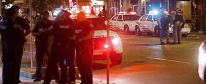 Toronto, spari all'impazzata in centro. Morta una donna, grave una bimba (video)