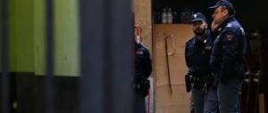 90enne uccide il coinquilino a coltellate: corpo nascosto in casa per giorni