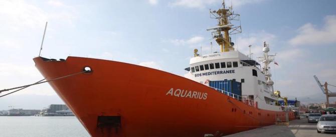 Migranti, Salvini all' Aquarius: «Non vedrete mai un porto italiano»