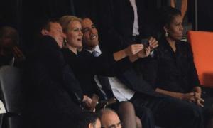 Tre capi di governo sorridenti al funerale di Mandela: selfie discutibile. Dov'erano quelli che si indignano ora per Salvini?