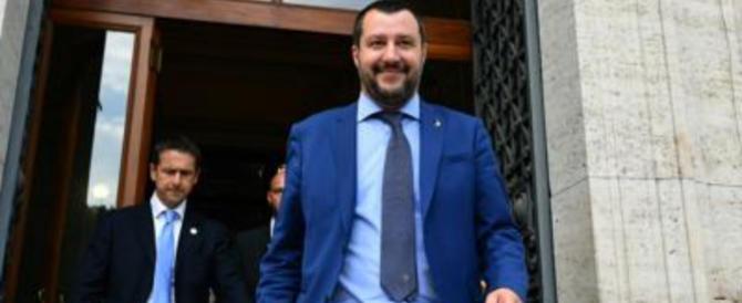 """Carta d'identità, Salvini cancella """"genitore 1 e 2"""" e inserisce """"madre"""" e """"padre"""""""