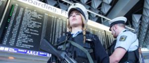 Caccia a un passeggero sospetto a Francoforte: evacuato l'aeroporto