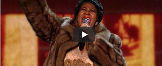 Addio ad Aretha Franklin, la più grande voce soul del '900 (video)