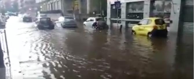 Un'altra bomba d'acqua colpisce Roma. Maltempo in tutto il Centro-Sud (video)