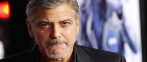 Tragedia alla festa del film di George Clooney: scenografo trovato morto nel bagno