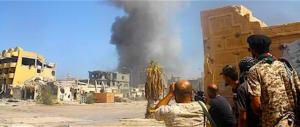 """Libia nel caos, è guerra civile. Ma per Macron si deve votare; """"no"""" dell'Italia"""