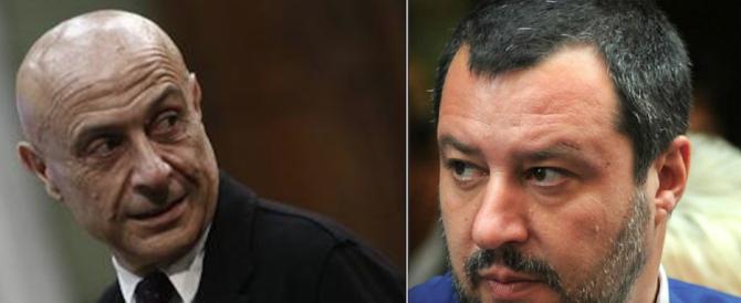 La differenza tra Minniti e Salvini? Otto migranti su dieci non sbarcano più in Italia