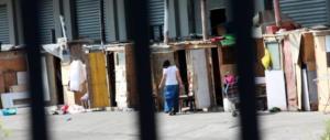 Roma, ancora i nomadi in azione: circondano un turista e lo derubano