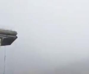 Ponte Morandi, camion in bilico si ferma a un passo dal baratro (video)