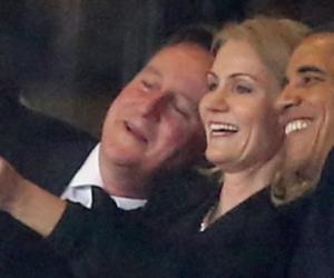 Da Obama a Macron: quei selfie ai funerali che piacevano alla sinistra (video)