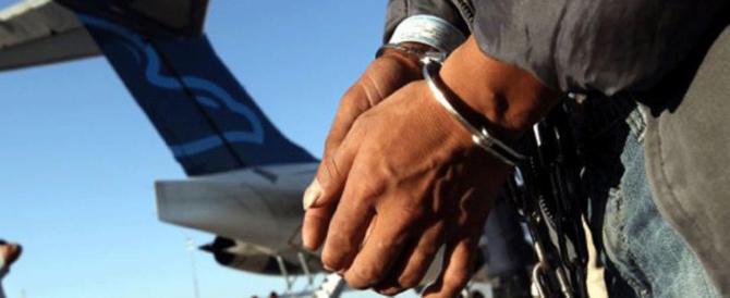 Radicalizzato, pusher e clandestino: tunisino espulso appena scarcerato