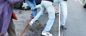 Uccidono di botte un giovane balbuziente e fanno il video