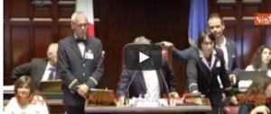 """Il deputato M5s interviene in aula e """"invita"""" l'opposizione: «Andate affan…» (video)"""