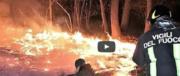 Inferno sul Monte Serra, le fiamme avanzano per il forte vento: 500 sfollati (video)