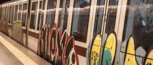 Roma, mattina da incubo sulla Metro C: linea interrotta. Atac: colpa degli utenti