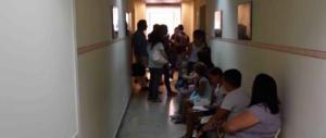 Reggio Emilia, botte da orbi per la fila dal medico: la sala d'attesa come il ring