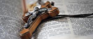 Rimini, anziana lascia le sue ricchezze alla Diocesi: sacerdote sotto accusa