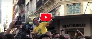 Campagna elettorale di sangue in Brasile: accoltellato il candidato della destra (video)