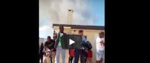 Paura per 400 profughi vicino Venezia: a fuoco il centro di accoglienza (video)