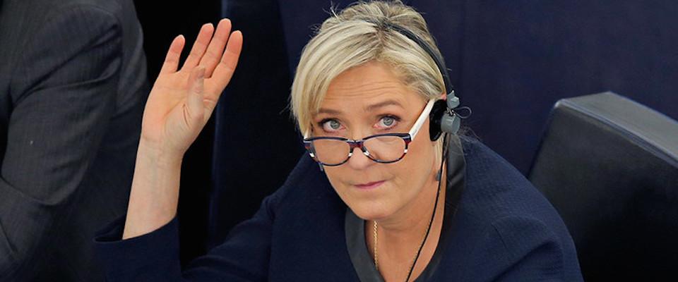 Denunciò le violenze dell'Isis, chiesta la perizia psichiatrica per Marine Le Pen