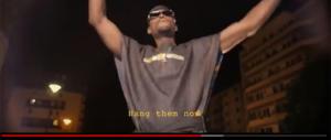 """Parigi, rapper nero incita a """"impiccare i bimbi bianchi negli asili nido"""" (video)"""