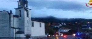 Paura a La Spezia, un fulmine colpisce la chiesa: crolla il campanile