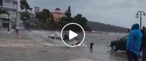 Grecia flagellata dal ciclone Zorba: onde giganti e allagamenti (video)