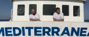 """Ricordate il no global Casarini? Ora è in mare per """"salvare"""" i migranti"""