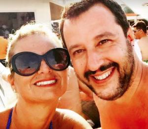 Eleonora Ferri in un selfie con il leader leghista Salvini