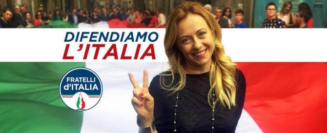Meloni a Salvini: «Sbatti i pugni sul tavolo, il M5S in economia è un disastro»