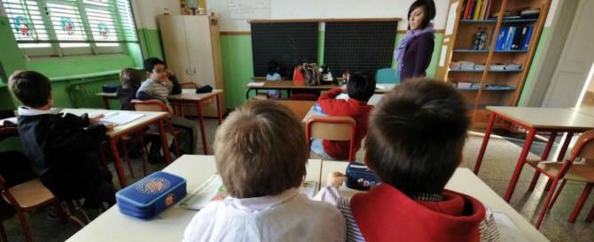 I migranti in classe a dare lezione: genitori in rivolta in una scuola elementare