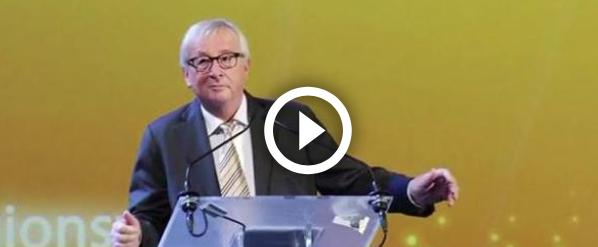 Juncker, esilarante siparietto: si mette a ballare sul palco degli oratori (video)