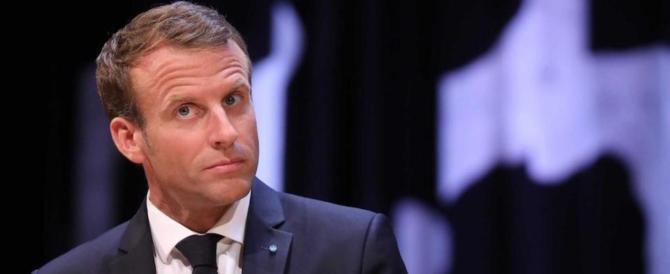 Macron sprofonda, mai così in basso. E il Pd vuole suicidarsi con lui