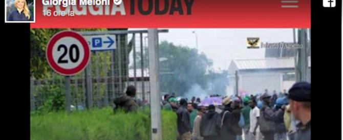 Poliziotti pestati da immigrati, Meloni: «I delinquenti vanno cacciati»