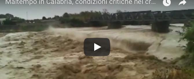 Piogge violente in Calabria: morti madre e figlio. Disperso un altro bimbo (2 video)