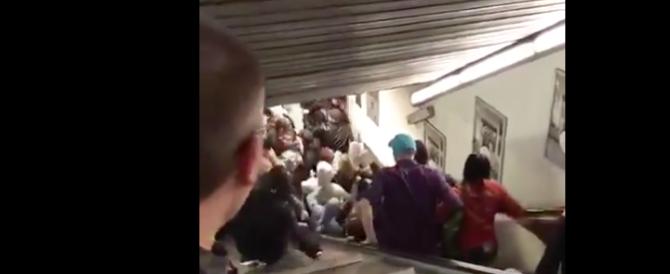 Roma, panico e feriti alla metro: cede la scala mobile. Coinvolti tifosi Cska (video)