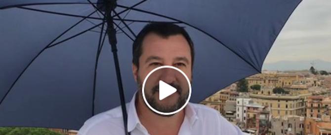Salvini sul tetto: lì c'è l'Eur, più giù Latina. Posso dirlo che le bonifiche le ha fatte Mussolini? (video)