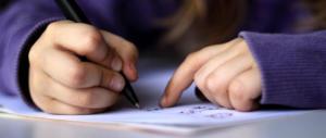 Sconcerto tra i bimbi, la maestra assegna il tema: scrivi una lettera d'amore gay