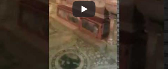 Acqua alta record a Venezia: la Basilica di San Marco invecchiata di vent'anni (video)