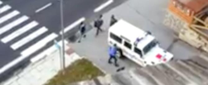 Sconfinamenti, la Francia replica all'Italia: «I tre migranti erano sul nostro suolo» (video)