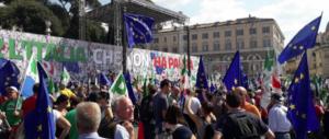 Diego Fusaro ridicolizza la piazza del Pd: «O partigiano, portali via…» (video)