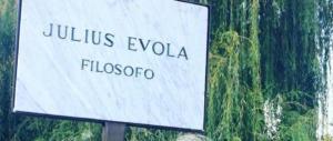 """A Sutri Sgarbi dedica una strada a Julius Evola e una a Oriana Fallaci: due """"modelli"""""""